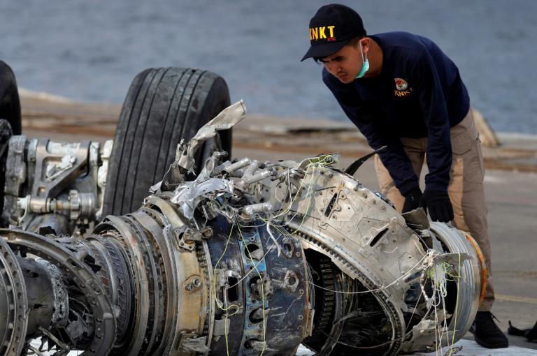 Ινδονησία: «Ταφόπλακα» στις έρευνες μετά τη συντριβή του Boeing της Lion Air!