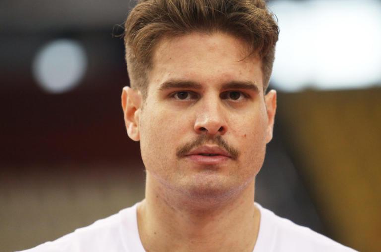 Ολυμπιακός: Αγνώριστος ο Γιώργος Μπόγρης! Κουρεύτηκε κι άφησε μουστάκι [pics] | Newsit.gr