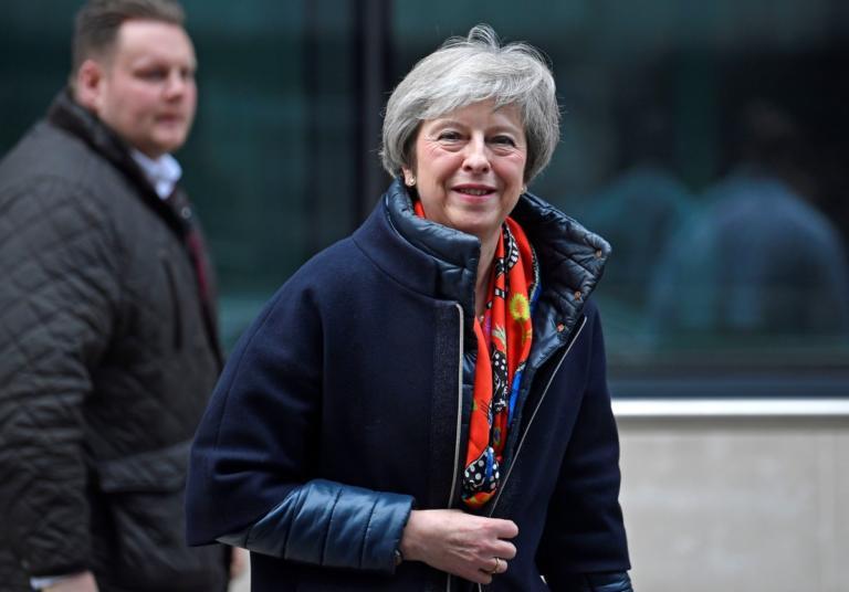 Brexit: Παίζει το χαρτί των… διλημμάτων η Μέι | Newsit.gr