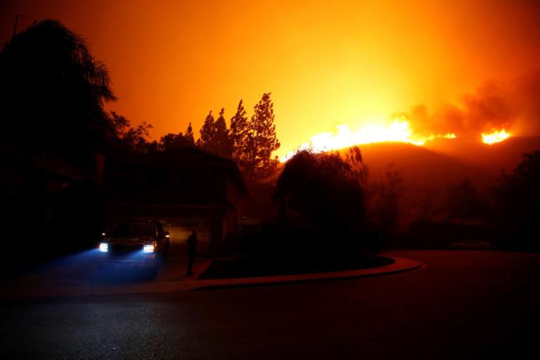 Συνεχίζει να κατακαίει τα πάντα η φωτιά στην Καλιφόρνια – Εκκενώθηκαν 75.000 σπίτια [pics] | Newsit.gr