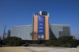 Ρίχνει στο 2% την ανάπτυξη στην Ελλάδα η Κομισιόν – Προειδοποίηση να μην αλλάξει η δημοσιονομική πολιτική