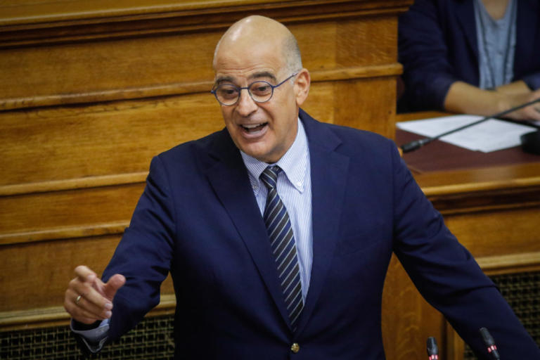 Δένδιας σε Παππά: Ληστεύετε τους πάντες και εμφανίζεστε ως εκπρόσωποι του σοσιαλισμού! | Newsit.gr