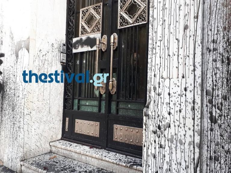 Θεσσαλονίκη: Μπογιές και συνθήματα στο επιμελητήριο – Οι στιγμές έντασης στην πορεία [pics] | Newsit.gr