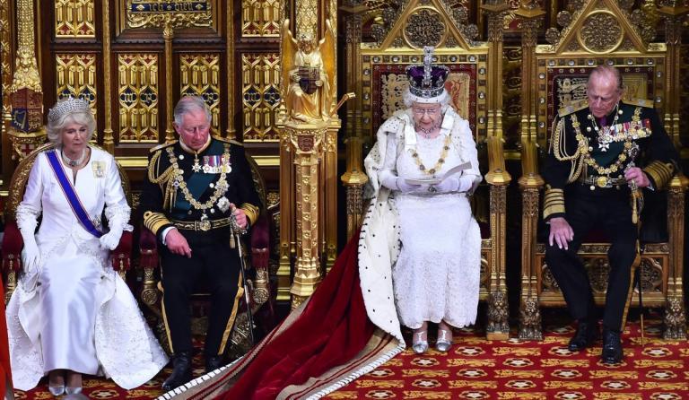 Αγγλία: Η Ελισάβετ και η βασιλική οικογένεια τίμησαν τους πεσόντες του Α' Παγκοσμίου Πολέμου | Newsit.gr