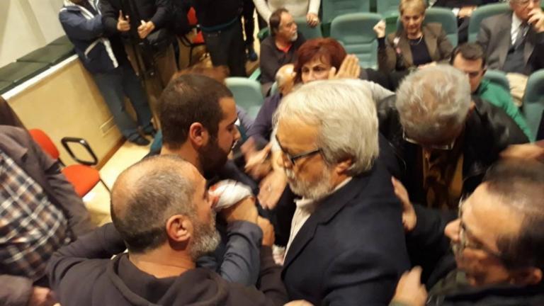 Επεισόδια στο Βόλο σε εκδήλωση του ΣΥΡΙΖΑ [pics]