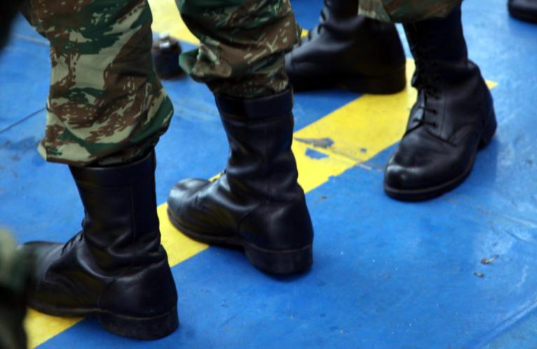 Κρήτη: Νεαροί επιτέθηκαν σε 19χρονο φαντάρο – Του έσκισαν τη στρατιωτική μπλούζα | Newsit.gr