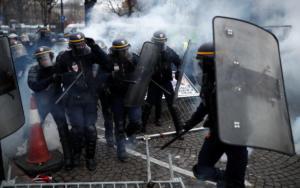 Κίτρινα γιλέκα: Ο Γάλλος πρωθυπουργός εξέφρασε το θαυμασμό του… προς τις δυνάμεις ασφαλείας
