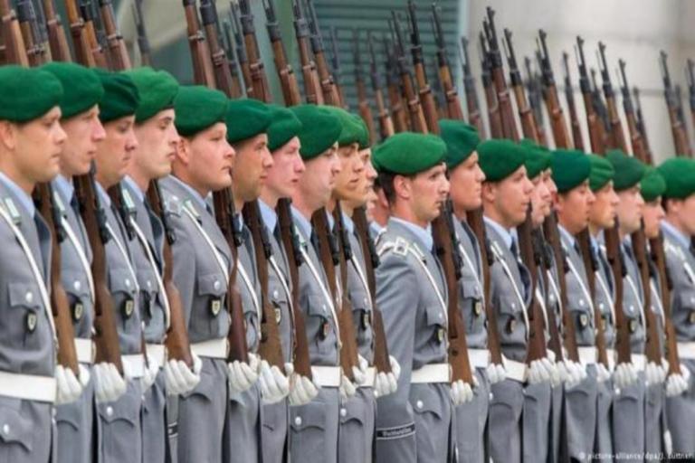 Οι Γερμανοί κόβουν λεφτά για τους πρόσφυγες και τα ρίχνουν στο Στρατό!   Newsit.gr