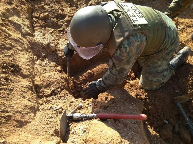 Ναρκαλιευτές του Στρατού εξουδετέρωσαν 9 βόμβες στο Ίλιον [pics] | Newsit.gr