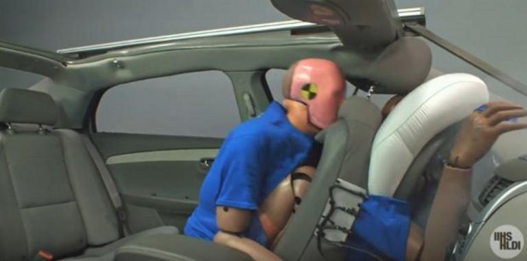 Ζώνες ασφαλείας και στα πίσω καθίσματα! 6.000 θάνατοι και 380.000 τραυματισμοί στους δρόμους! | Newsit.gr