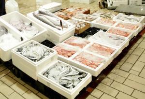 """Κερατσίνι: Κιβώτια γεμάτα… κινδύνους για την υγεία στην ιχθυόσκαλα – Θα """"γέμιζαν"""" την αγορά ακατάλληλα ψάρια"""