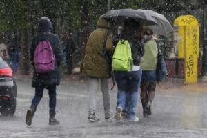 Καιρός: Βροχερό σκηνικό και την Τρίτη – Που θα χρειαστούμε ομπρέλες!