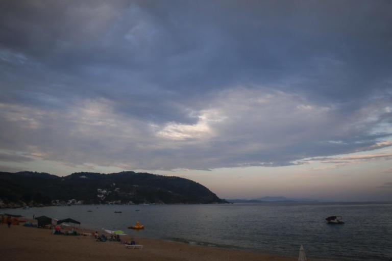 Καιρός: Συννεφιά, τοπικές βροχές, αλλά και βελτίωση | Newsit.gr