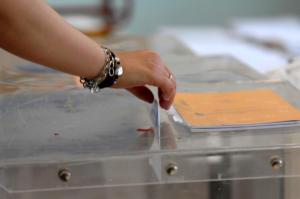 Politico: Νίκη της ΝΔ στις ευρωεκλογές με τουλάχιστον 11 μονάδες διαφορά
