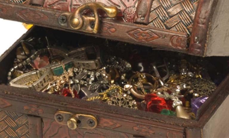 Άραβας άφησε κασελάκι με χρυσά κοσμήματα σε πασίγνωστη Ελληνίδα τραγουδίστρια | Newsit.gr