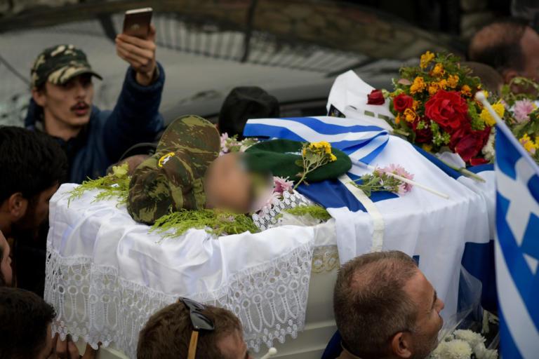 Λεπτό προς λεπτό η κηδεία του Κωνσταντίνου Κατσίφα | Newsit.gr