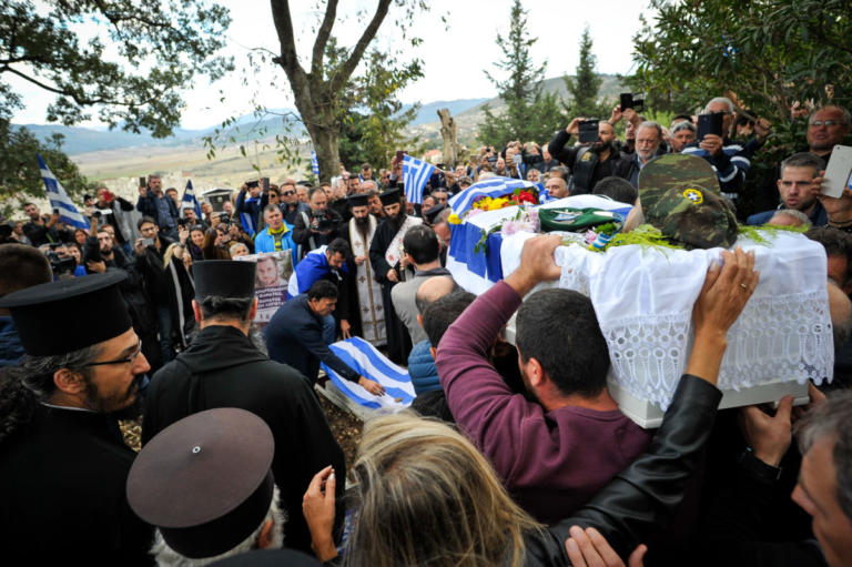 Αλβανία: Ανεπιθύμητοι 52 Έλληνες που βρέθηκαν στην κηδεία του Κωνταντίνου Κατσίφα | Newsit.gr