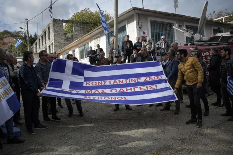 Κωνσταντίνος Κατσίφας: Προσαγωγές Βορειοηπειρωτών μετά την κηδεία | Newsit.gr