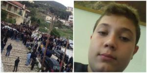 Τροχαίο Μεσσηνία: Ράγισαν καρδιές στην κηδεία του 15χρονου Νίκου – Υποβασταζόμενη η μητέρα του