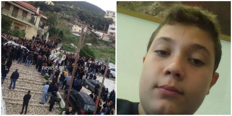 Τροχαίο Μεσσηνία: Ράγισαν καρδιές στην κηδεία του 15χρονου Νίκου – Υποβασταζόμενη η μητέρα του | Newsit.gr