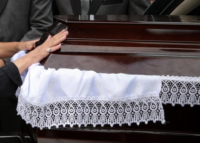 Μαγνησία: Ο παπάς παράτησε την κηδεία στη μέση και έφυγε – Ο λόγος που επικαλέστηκε στους συγγενείς! | Newsit.gr
