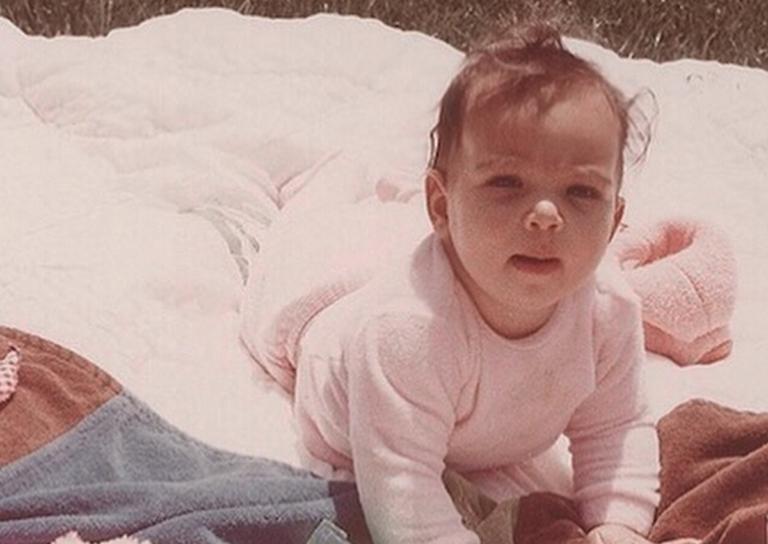 Το χαριτωμένο μωράκι της φωτογραφίας σήμερα είναι διάσημη τηλεπερσόνα! | Newsit.gr