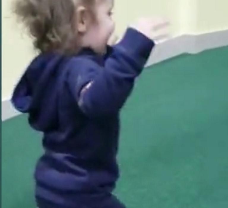 Σοκαριστικό περιστατικό σε παιδότοπο! Δύο αγοράκια επιτέθηκαν και δάγκωσαν άγρια ένα κοριτσάκι! – Video | Newsit.gr