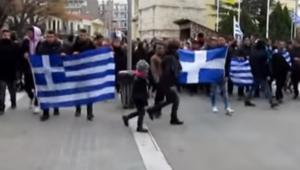 """Κοζάνη: """"Μακεδονία ξακουστή"""" και συνθήματα κατά των πολιτικών – Στους δρόμους οι μαθητές της πόλης – video"""