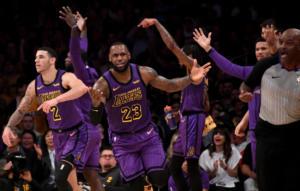 NBA: Συνεχίζει να γράφει ιστορία ο ΛεΜπρόν Τζέιμς! Ανεβαίνουν οι Λέικερς – video