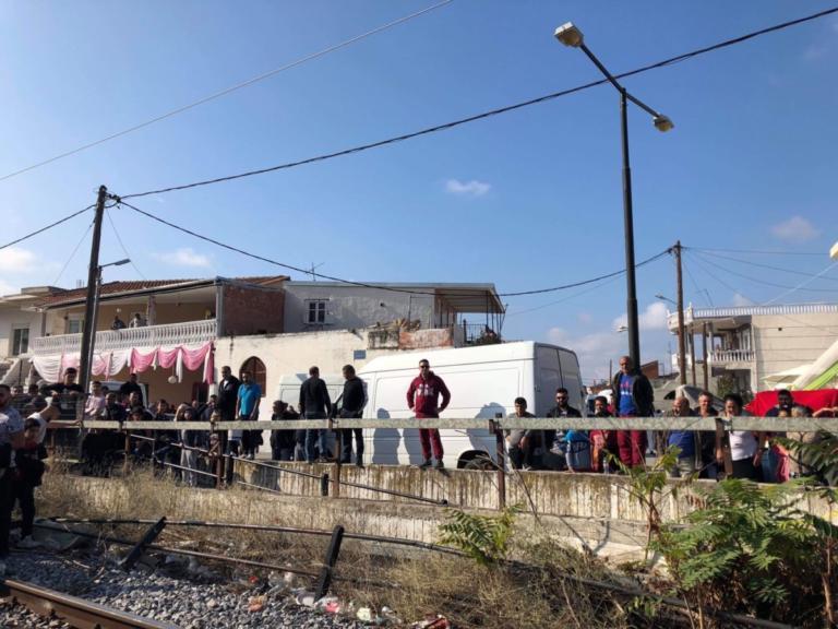 Λάρισα: Συγκέντρωση διαμαρτυρίας στις σιδηροδρομικές γραμμές – Η τραγωδία που δεν μπορεί να ξεχάσει κανείς! | Newsit.gr