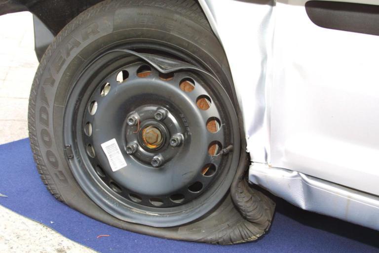 Θεσσαλονίκη: Το λάστιχο του αυτοκινήτου δεν είχε μόνο αέρα – Έπαθαν πλάκα από την αυτοψία [pic] | Newsit.gr