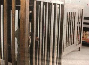 Παιδιά σε κλουβιά – Κούφια λόγια από δύο υπουργούς – Η 18χρονη χωρίς όνομα και η ντροπή με ονοματεπώνυμο!