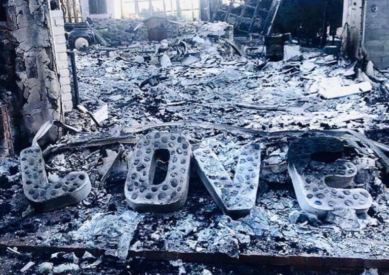 Συγκλονιστικές φωτογραφίες από το καμένο σπίτι διάσημου ζευγαριού στο Malibu!