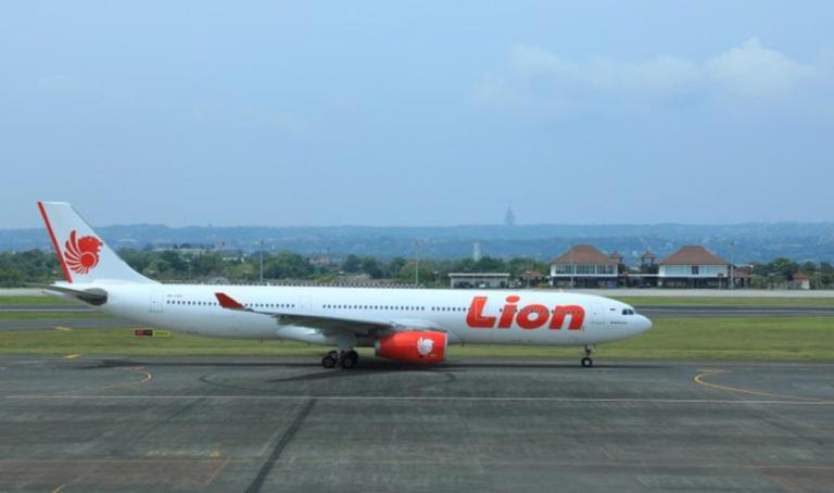 Αεροπλάνο της Lion Air προσέκρουσε… σε στύλο