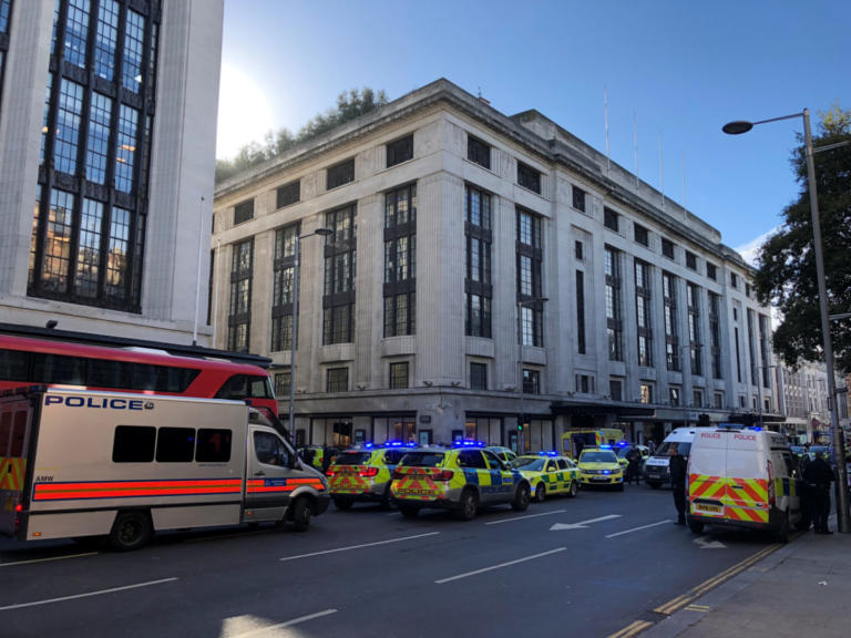 Λονδίνο: Καμία τρομοκρατική ενέργεια! Υπάλληλοι στα γραφεία της Sony αλληλομαχαιρώθηκαν   Newsit.gr