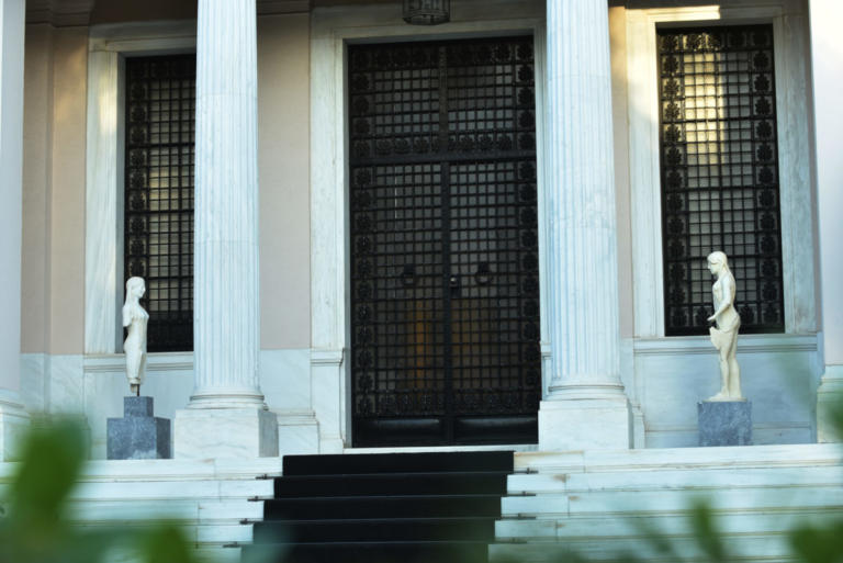 Οργή Μαξίμου για Αυγενάκη: Να μοιραστεί τις ανησυχίες του με τους νοσταλγούς του Παττακού που υπάρχουν στη ΝΔ | Newsit.gr