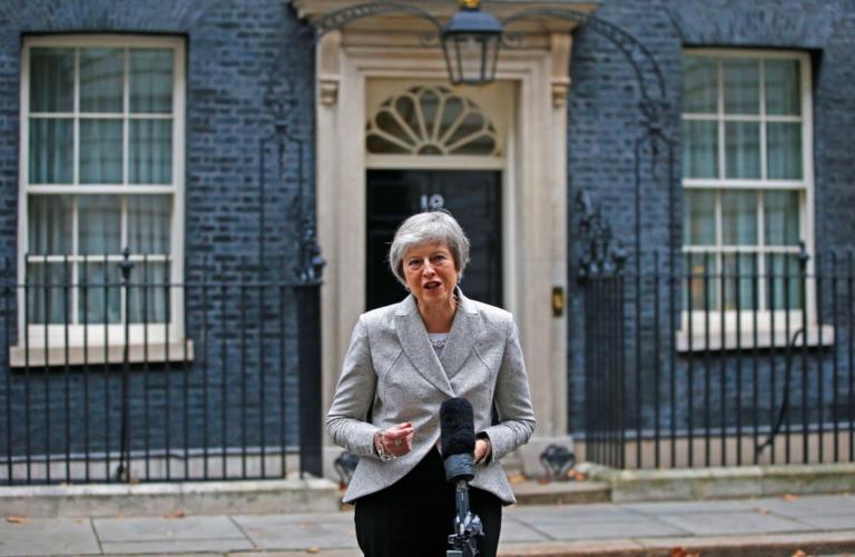 Brexit: Υπεραμύνεται της συμφωνίας η Μέι που δέχεται πιέσεις… από παντού! video   Newsit.gr