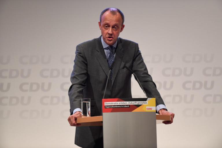 Φρίντριχ Μερτς: Ο επικρατέστερος διάδοχος της Μέρκελ αποκάλυψε τα εισοδήματα του