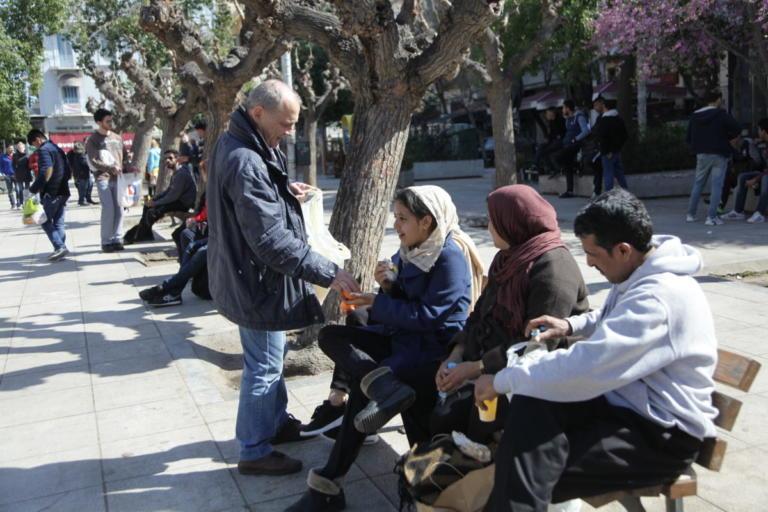 Εφαρμογή για κινητά θα ενημερώνει τους πρόσφυγες για τη ζωή στην Αθήνα! | Newsit.gr