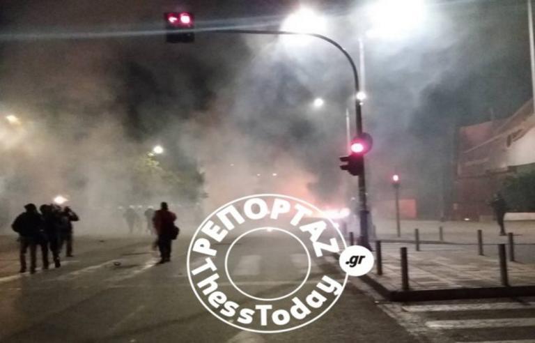 Θεσσαλονίκη: Μία σύλληψη μετά τα σοβαρά επεισόδια έξω από την Πολυτεχνική Σχολή του ΑΠΘ | Newsit.gr