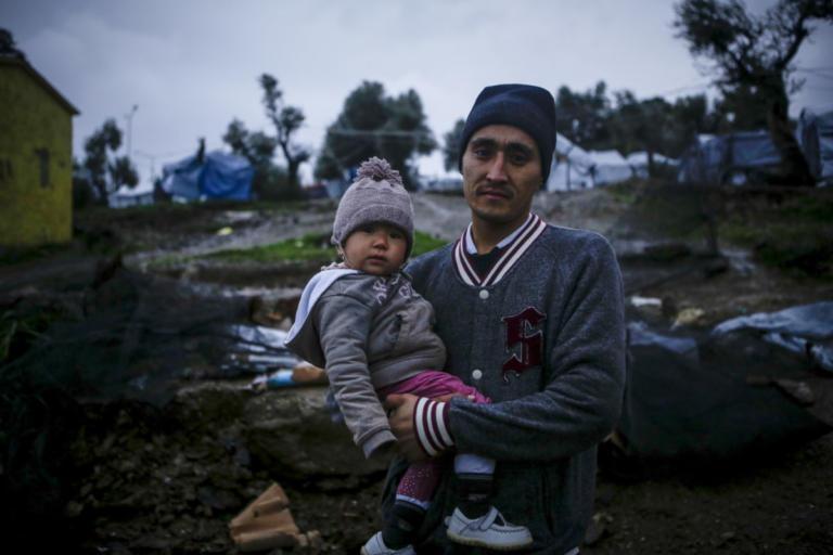 Στο έλεος της κακοκαιρίας οι πρόσφυγες της Μόριας [pics] | Newsit.gr