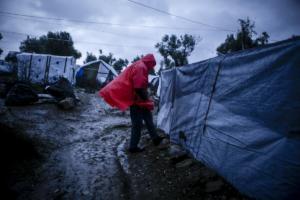 Στο έλεος της κακοκαιρίας οι πρόσφυγες στον καταυλισμό της Μόριας