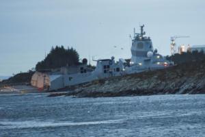 Νορβηγία: «Μάχη» για να μην βυθιστεί η φρεγάτα που συγκρούστηκε με ελληνόκτητο τάνκερ – video