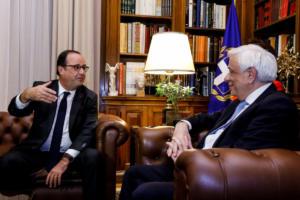 Ολάντ: Ένα τηλεφώνημα του Παυλόπουλου κράτησε την Ελλάδα στο ευρώ
