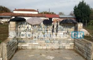 Καστοριά: Η απίστευτη εξήγηση για αυτές τις ομπρέλες σε στάση λεωφορείου – Δεν τοποθετήθηκαν τυχαία [pics]