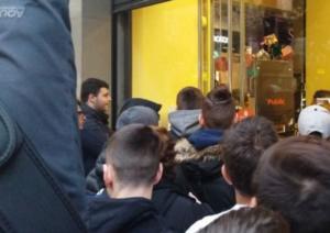 Black Friday – Θεσσαλονίκη: Με τη σχολική τσάντα στις ουρές – Η στιγμή που ανοίγει γνωστό πολυκατάστημα [pics, video]