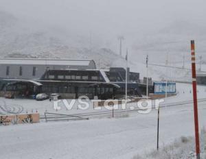 Καιρός: Δυνατή χιονόπτωση στoν Παρνασσό – Στα λευκά προς Αθανάσιο Διάκο Φωκίδας – video