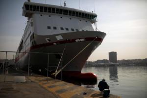 Απεργία ΓΣΕΕ: Δεμένα στα λιμάνια τα πλοία