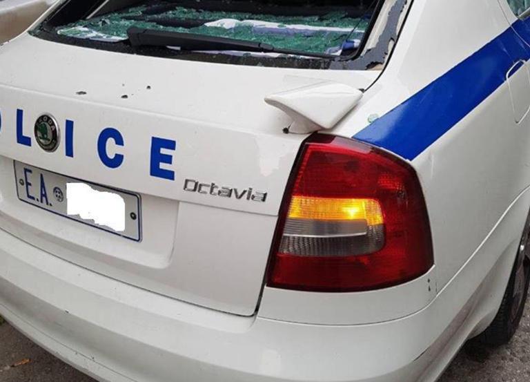 """Αυτό είναι το περιπολικό που δέχθηκε """"λυσσαλέα"""" επίθεση έξω από την ΑΣΟΕΕ [pic]   Newsit.gr"""