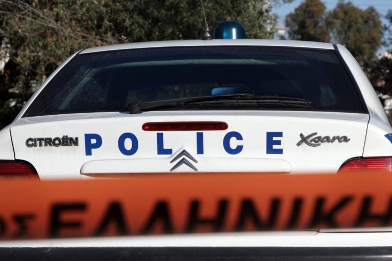 Θήβα: Νέα επίθεση στο αστυνομικό τμήμα – Μολότοφ σε περιπολικό που ήταν παρκαρισμένο! | Newsit.gr